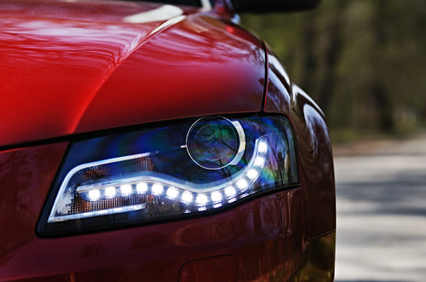 battle-of-the-headlights-halogen-vs-xenon-vs-led-26530_1